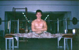 Reynaldo (Rhey) Morris Arsol, Manila, Philippines, in hanging split